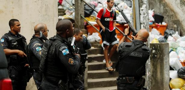 10out2016-tiroteio-no-pavao-pavaozinho-em-copacabana-zona-sul-do-rio-de-janeiro-leva-a-fechamento-do-comercio-na-regiao-1476131828015_615x300